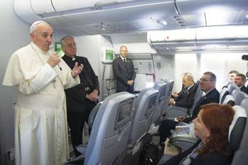 papa-francesco-in-aereo