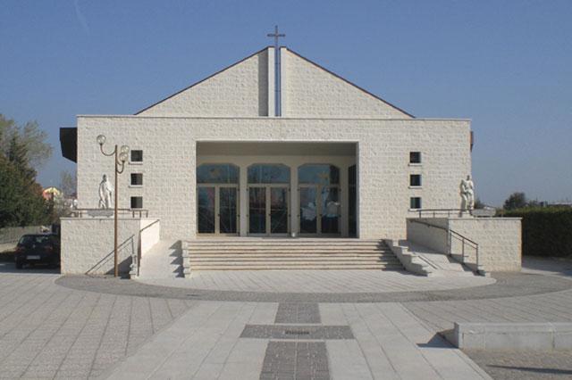 chiesa-lourdes-sottomarina