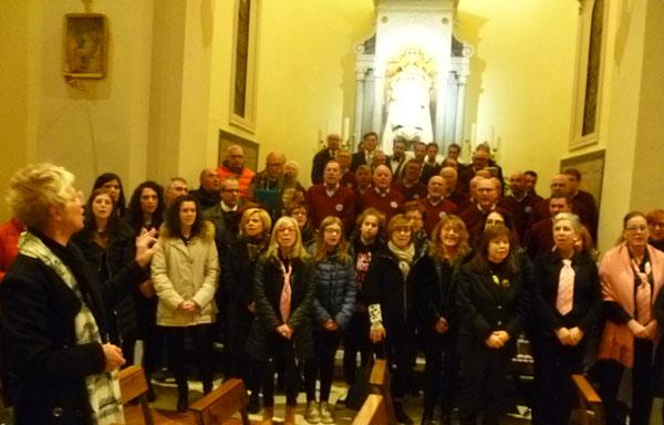 I-cori-riuniti-nella-cappella-della-Madonna-del-Vaiolo