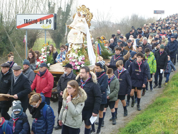 La-folla-alla-processione-della-Madonna-del-Vaiolo-del-2018