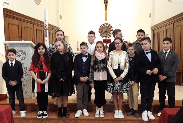 Il-gruppo-dei-cresimati-in-chiesa-a-Boccasette