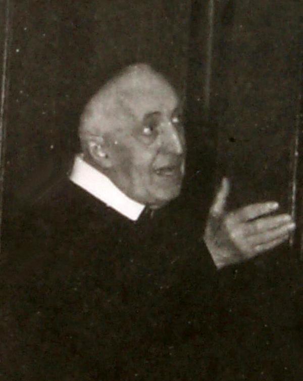 padre-raimondo-benedicente